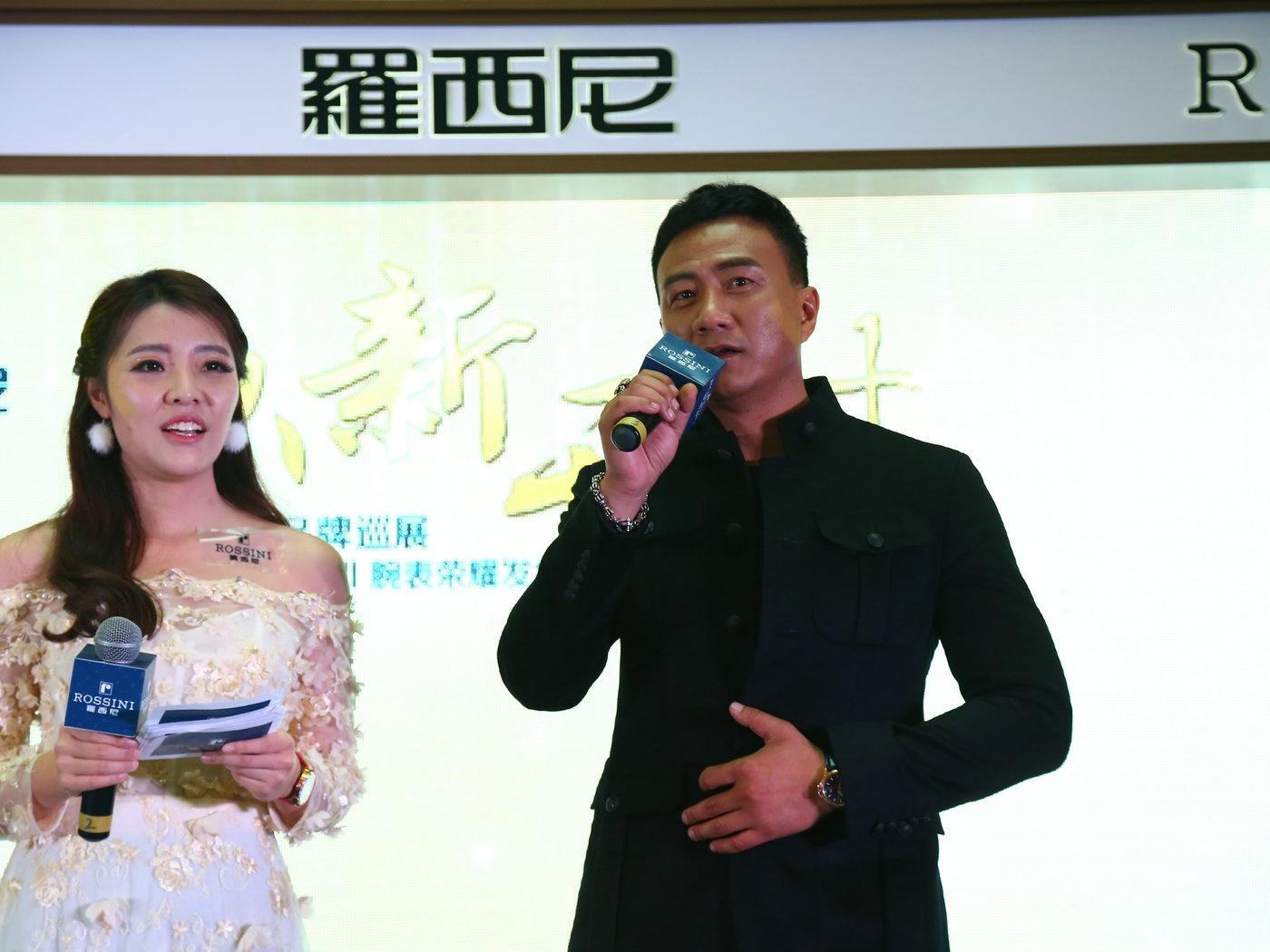 罗西尼表携品牌大使胡军亮相南京  勋章Ⅱ腕表耀世发售贺岁开年