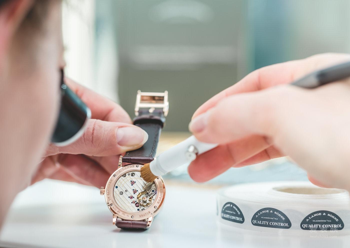 简约中尽见非凡独到—每枚朗格腕表所注入的精湛工艺