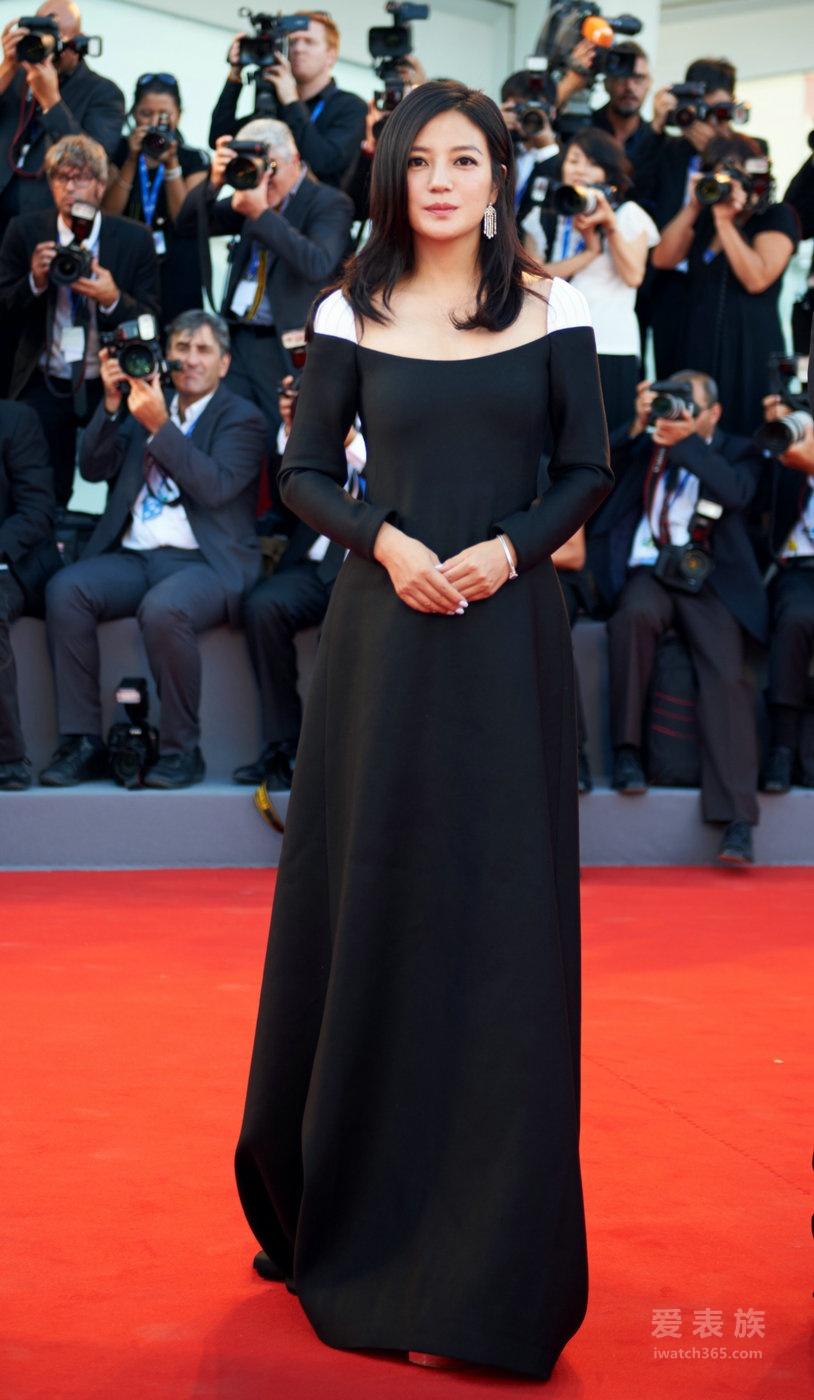 赵薇佩戴积家古董高级珠宝女装腕表 出席第73届威尼斯国际电影开幕红毯