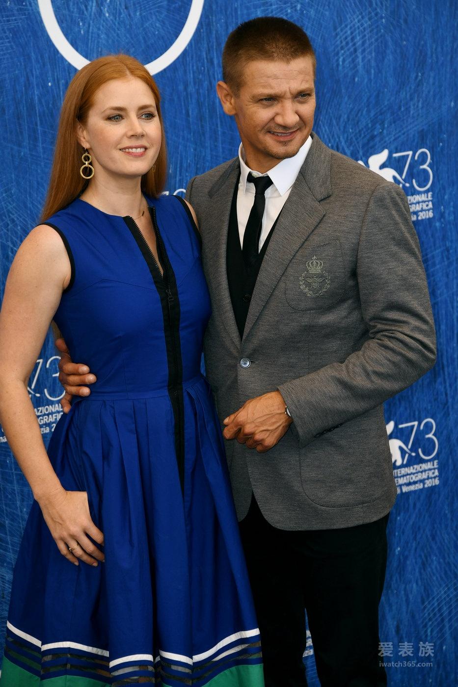 杰瑞米•雷纳佩戴积家腕表 出席第73届威尼斯国际电影节《降临》首映