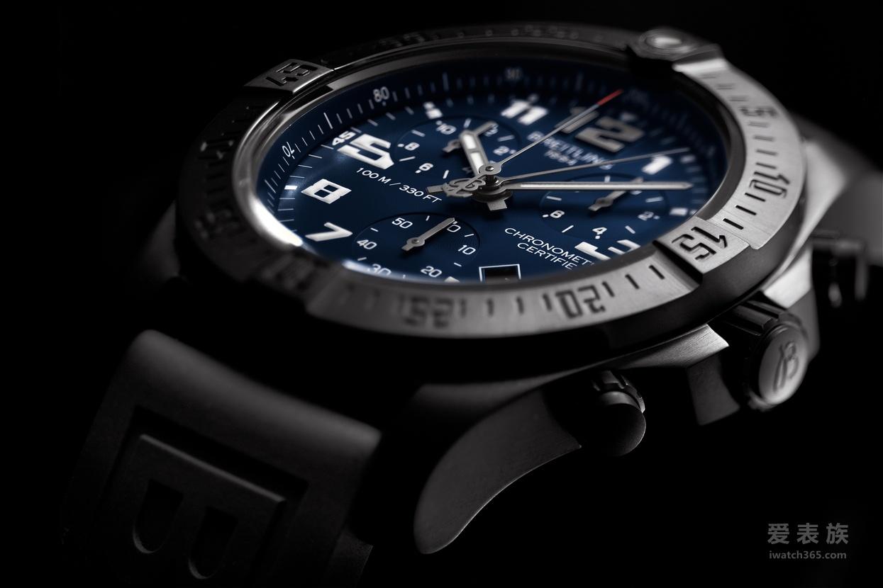 百年灵太空计时进化腕表夜间任务版 黑蓝相映 成就壮举
