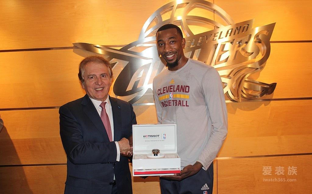 天梭表获任为克里夫兰骑士队指定腕表,推出首款天梭 PRS 516 NBA总冠军2016限量腕表