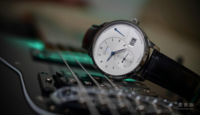 爵士制表风范——格拉苏蒂原创PanoReserve偏心动储腕表