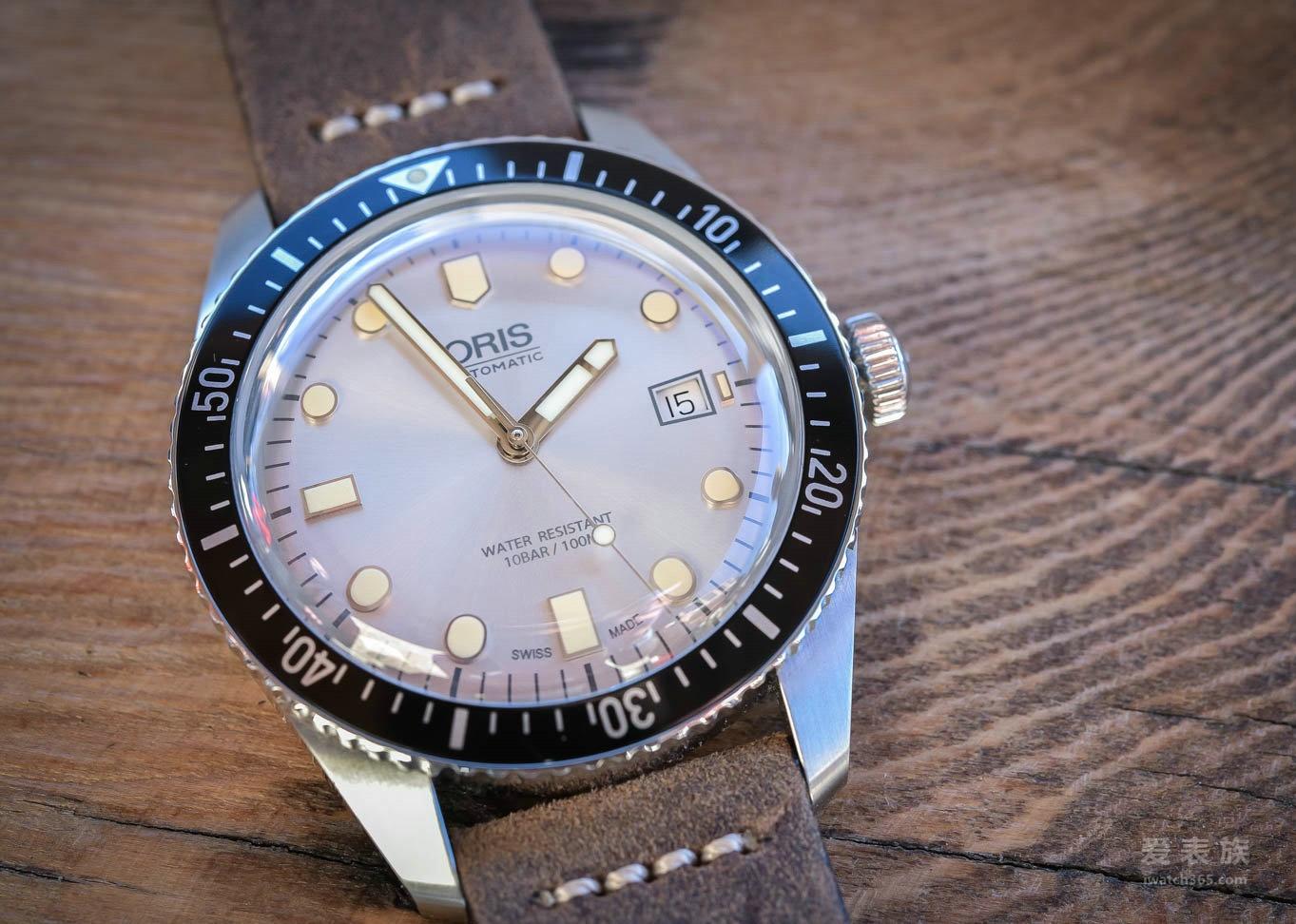 潜水表的盘面也有亮色?——豪利时Divers Sixty-Five系列银盘潜水腕表