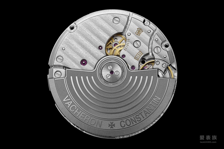 这枚型号为Cal.5100的自动上链机芯振动频率为4Hz,可提供60小时的动力储备(双发条盒)。通过蓝宝石水晶透底表盖,佩戴者可仔细的观赏到其精致的倒角,抛光的螺丝表面,日内瓦条纹、旋转式打圈纹以及亚光处理的摆陀等。