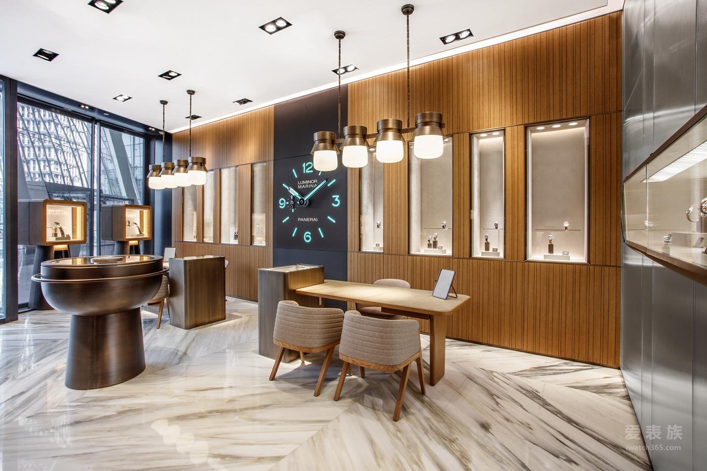 沛纳海上海国金中心专卖店以崭新形象重新揭幕 霍建华先生亲临剪彩仪式