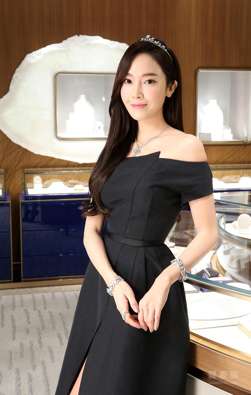 人气演员、歌手郑秀妍Jessica优雅出席CHAUMET台北101购物中心全新概念店揭幕仪式