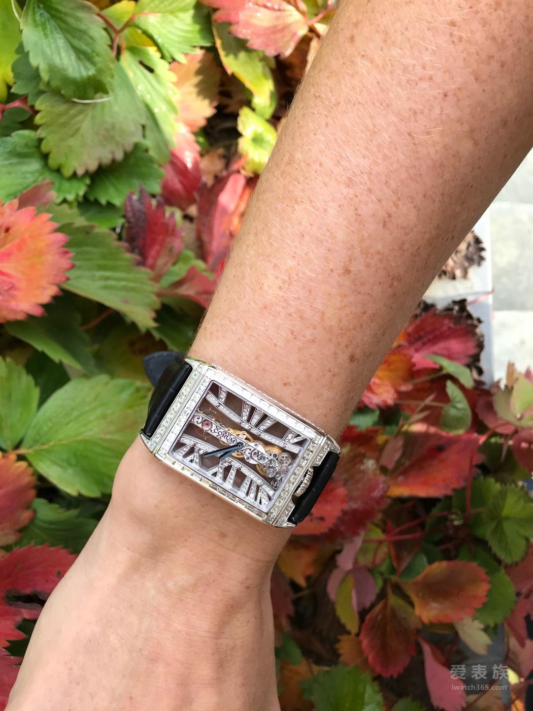 大师工艺 奢华再现--CORUM昆仑表推出金桥长方形钻石腕表