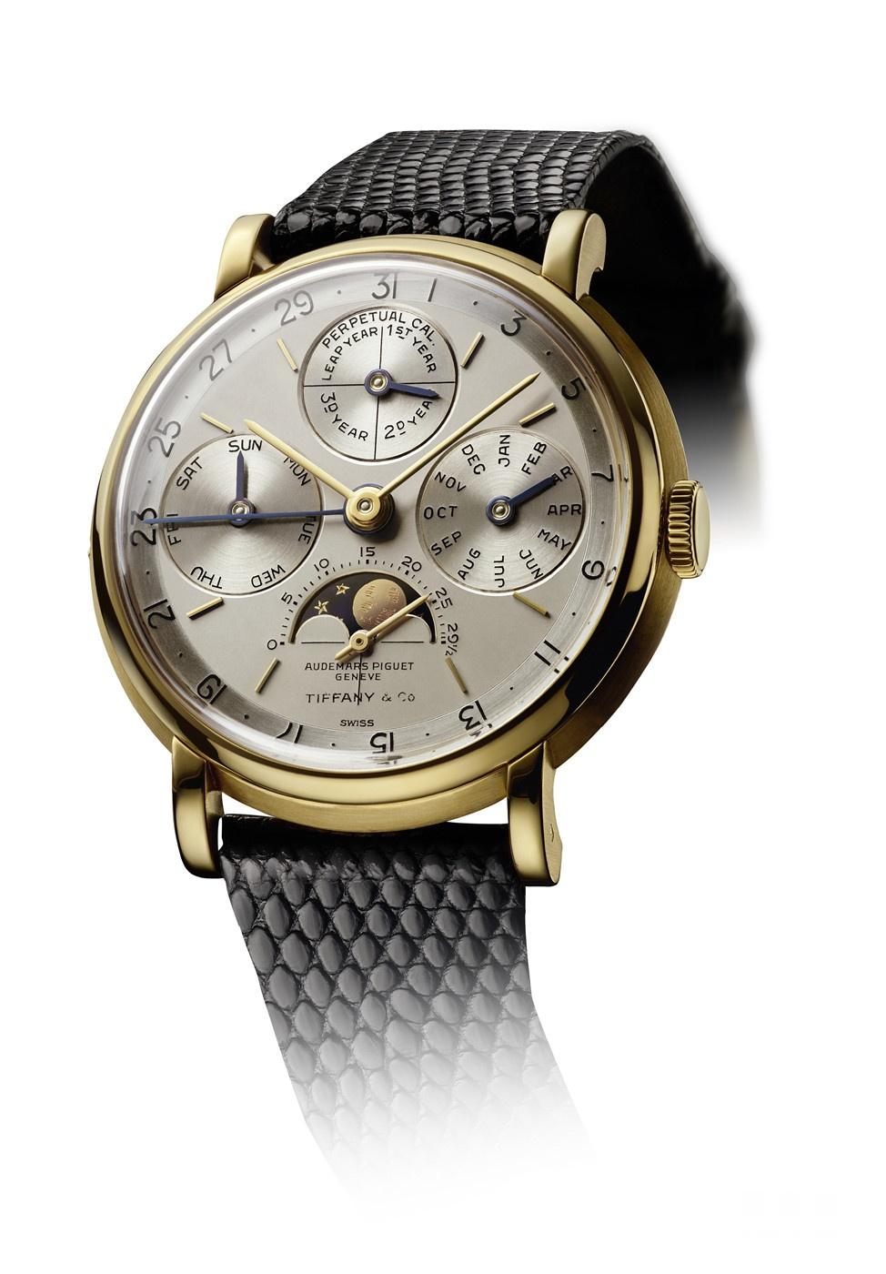 Ref. 5516,钟表史上首款批量生产的万年历腕表,创新闰年显示位于12点位置副表盘