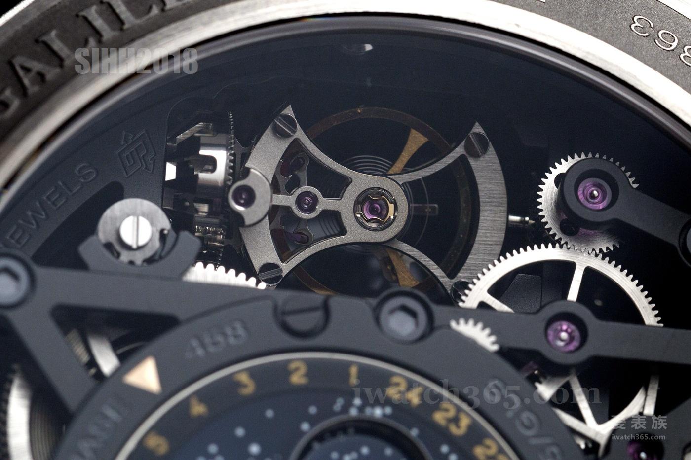 表背可见清晰的陀飞轮装置