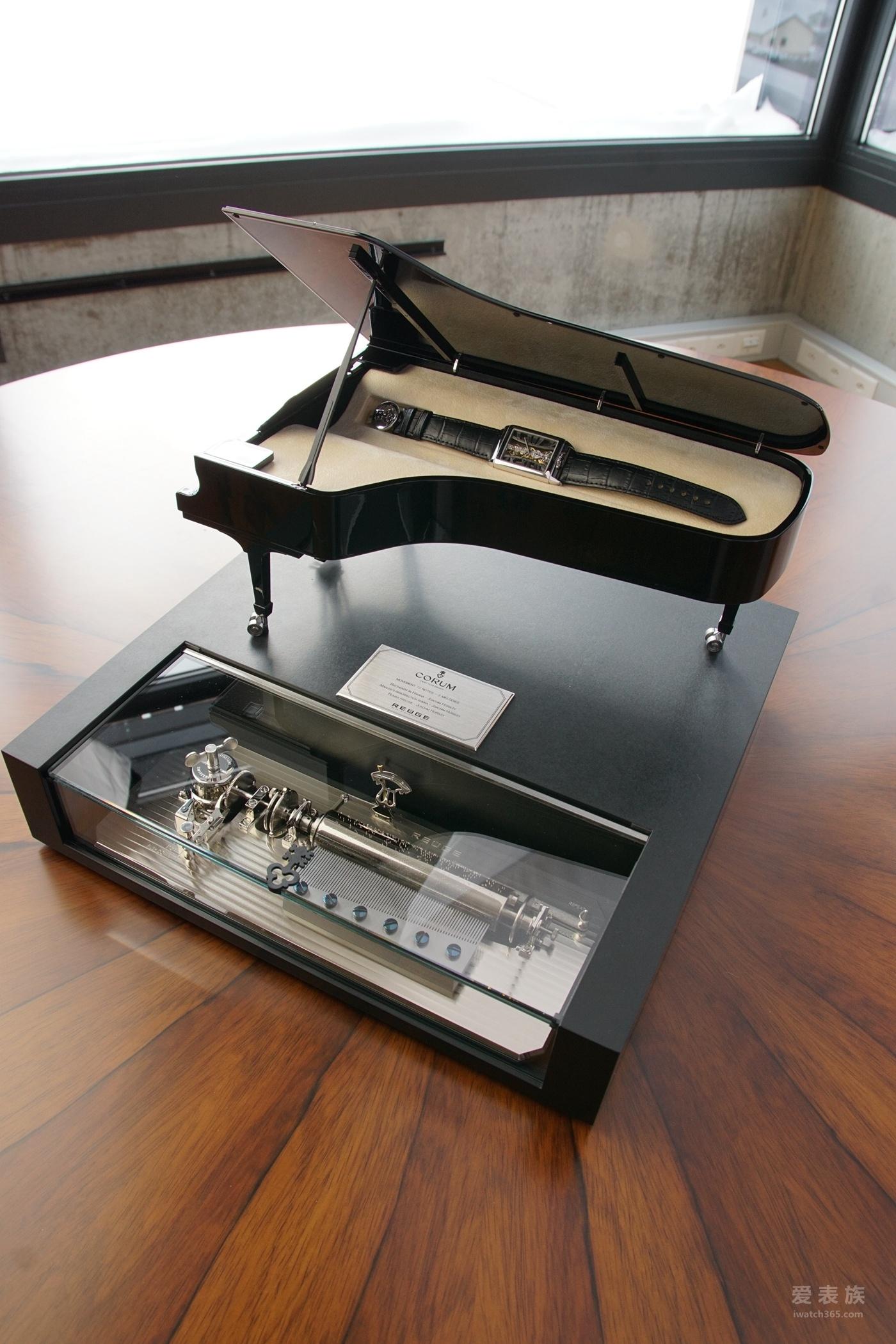 腕间交响 韵律激荡 CORUM昆仑表携手约阿希姆霍斯利推出巴塞尔新品限量版金桥长方形腕