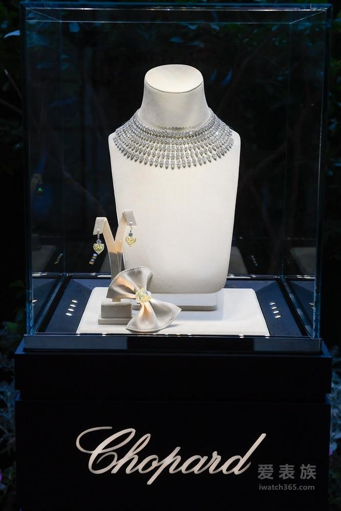 Chopard萧邦鼎力赞助艾滋病研究基金(amfAR)于巴黎时装周期间举办的慈善晚宴
