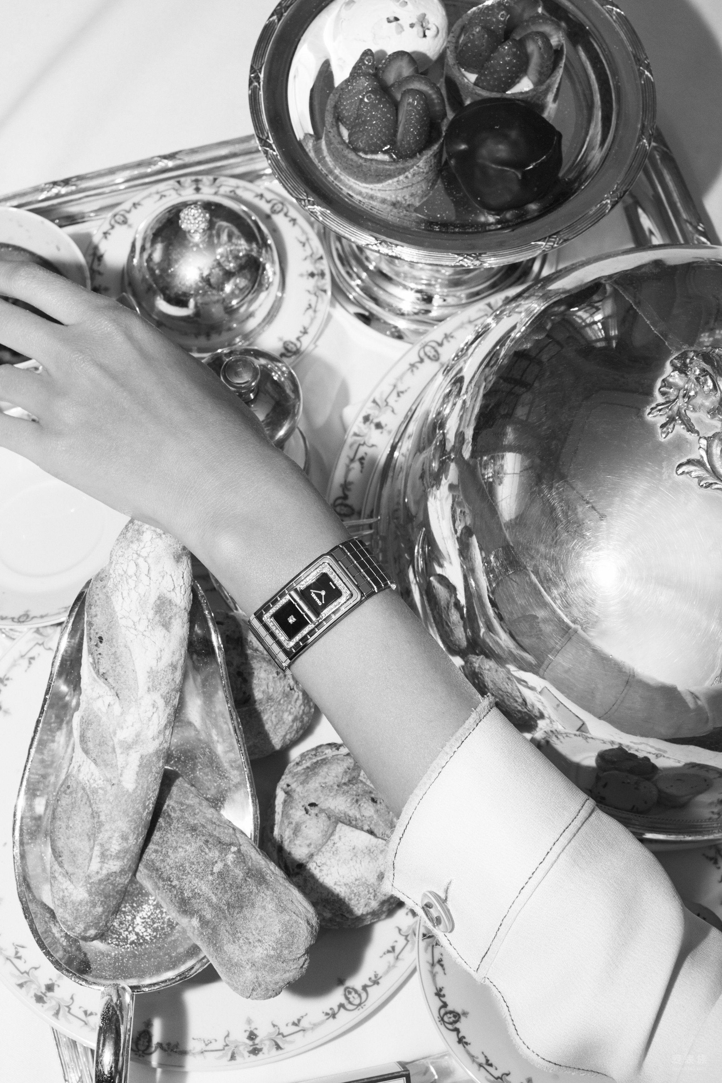 香奈儿CODE COCO系列全新黑色陶瓷腕表