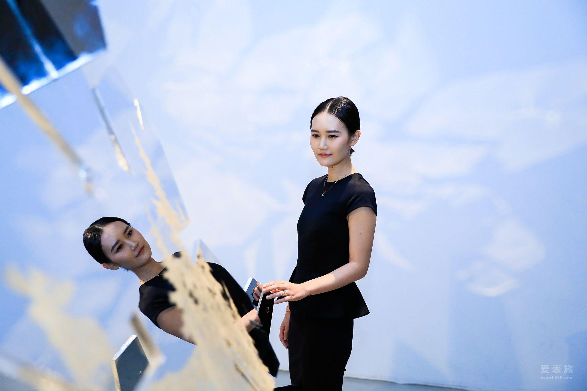艺术家JUJU WANG
