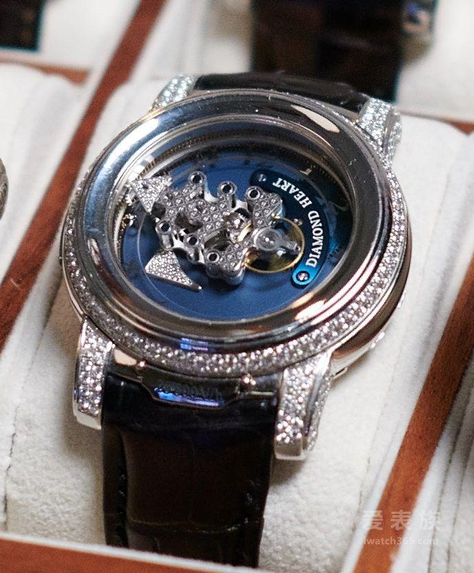 雅典Diamond Heart《奇想鑽石心卡羅素腕錶》鉑金限量版腕表
