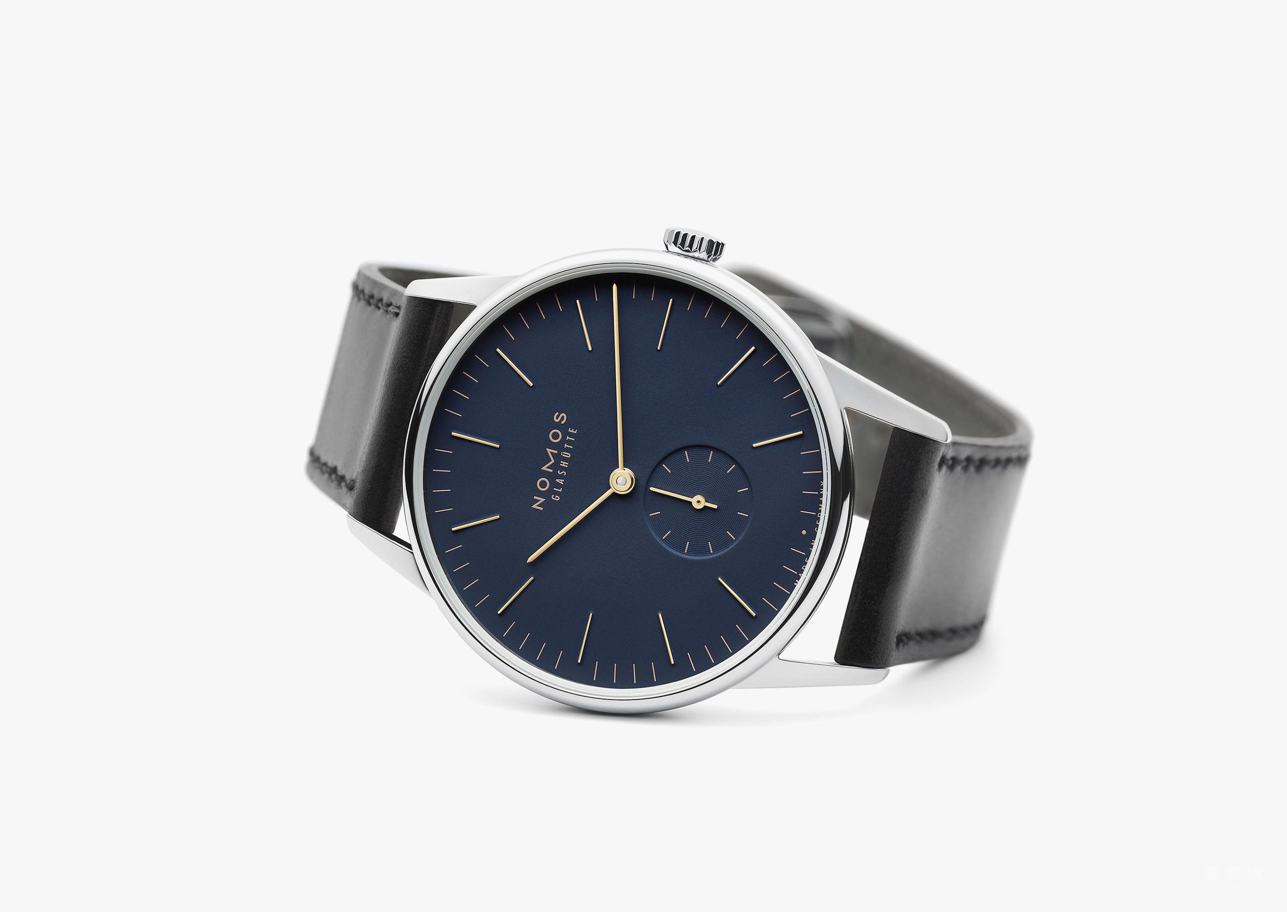 优雅双色调:Orion表款将不锈钢表壳和午夜蓝结合了金色指针与刻度,为较宽的手腕带来一股节庆气息。