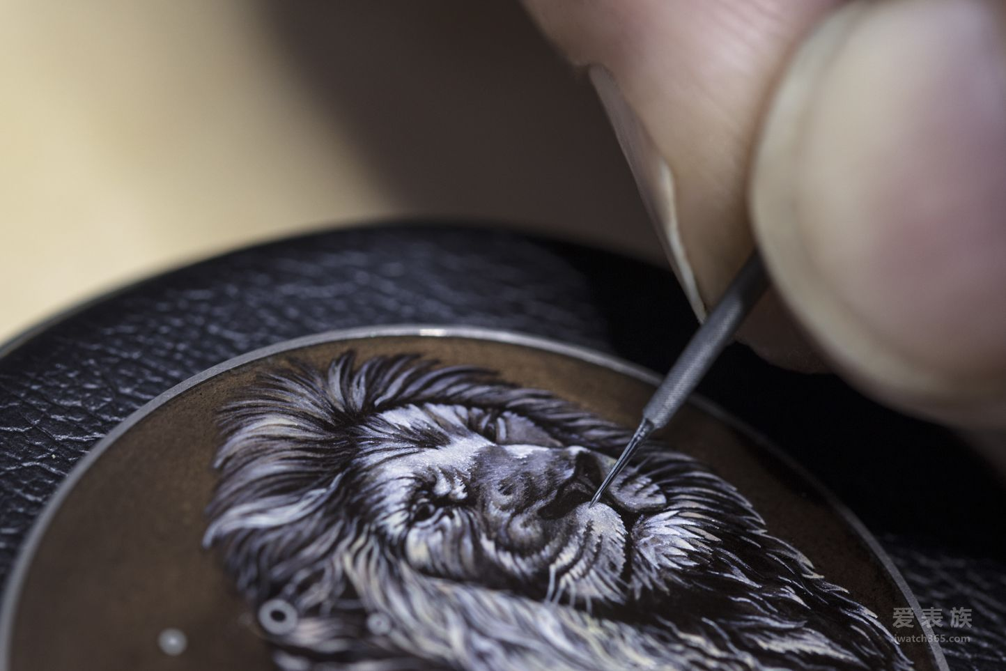 "Les Cabinotiers阁楼工匠系列14天陀飞轮""丛林之王""腕表:鲜活生动的猛兽图案,华丽绝美的大明火珐琅"