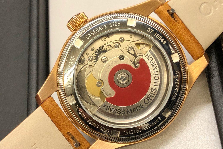 小巧复古的36mm豪利时大表冠指针式日历青铜腕表
