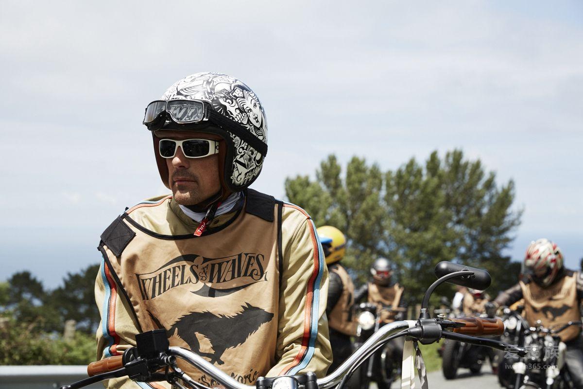 百年灵携手 WHEELS AND WAVES复古摩托车节 驰骋海陆世界