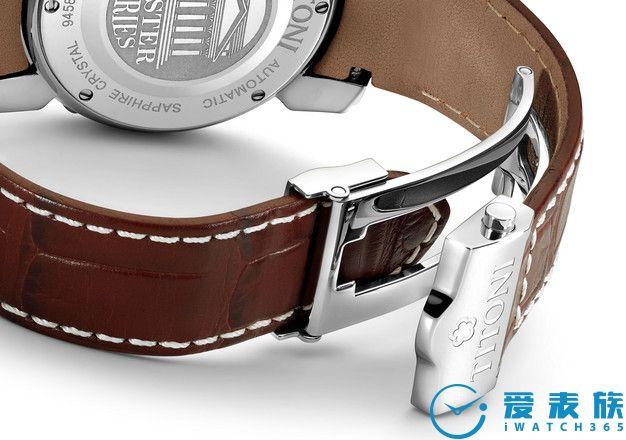 装饰性的折叠扣 真皮表带配有坚固并带装饰性的折叠扣,确保腕表佩戴时格外的舒适且牢靠。您每次佩戴腕表时蝴蝶扣发出的清脆声响就是一个高品质的表示。